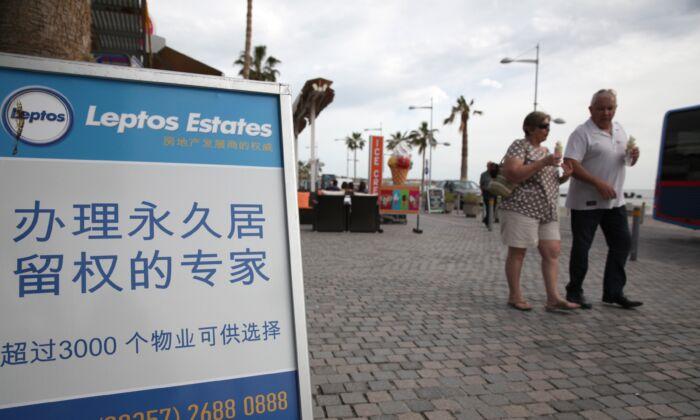 Pessoas de todas as classes tentam fugir da repressão na China e buscar refúgio em países europeus