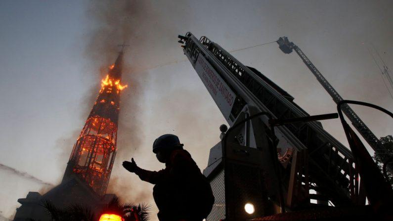 """Incêndios no Chile não foram chamados de """"crime de ódio"""" pela mídia"""