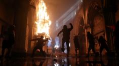 Igrejas são incendiadas e destruídas durante protesto no Chile