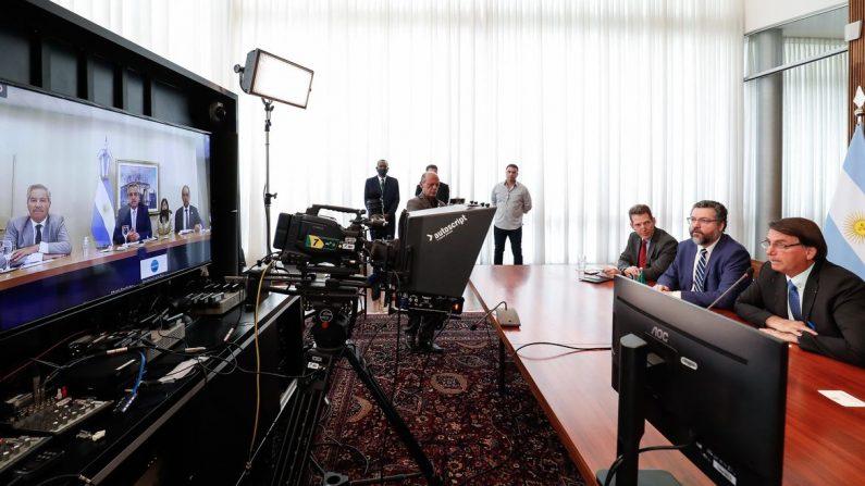 Bolsonaro e Fernández, da Argentina, têm primeira reunião bilateral