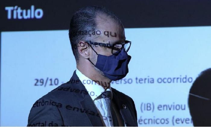 O diretor-presidente da Agência Nacional de Vigilância Sanitária, ANVISA, Antonio Barra Torres, realiza uma entrevista coletiva sobre a interrupção dos estudos da vacina Coronavac (Fabio Rodrigues Pozzebom/Agência Brasil)
