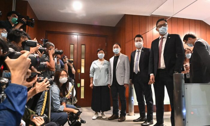 EUA podem impor mais sanções após remoção de quatro legisladores pró-democracia de Hong Kong