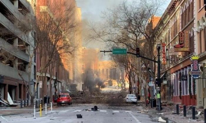 Polícia alertou pessoas a ficarem longe de carro suspeito antes da explosão de Nashville