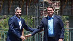 Bolsonaro se reúne com presidente do Paraguai e celebra