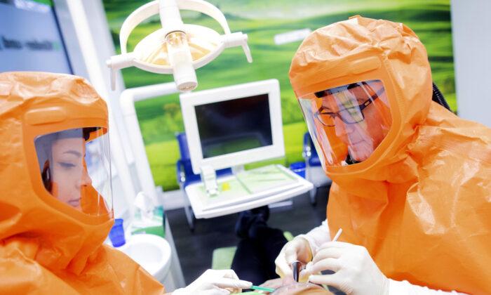 Atualizações sobre o Vírus do PCC: cidadãos chineses condenam o novo teste anal para COVID-19
