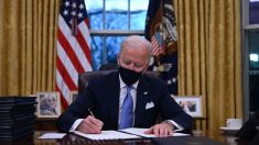 Joe Biden assina Ordem Executiva voltada à 'agenda transgênero'