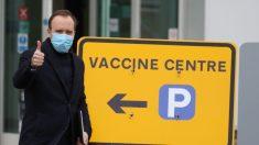 Pessoas vacinadas ainda devem obedecer restrições, afirma secretário de saúde do Reino Unido