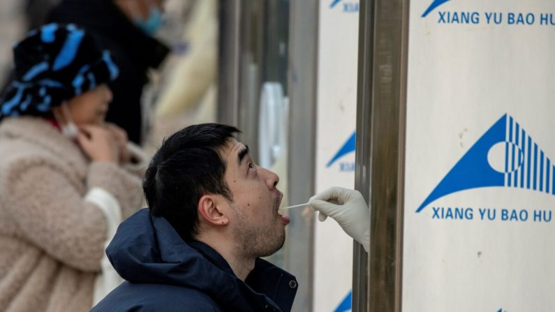Surtos de COVID-19 pioram em Pequim e Xangai