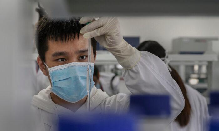 Vacina chinesa 50,4 por cento eficaz, resultados do Brasil mostram