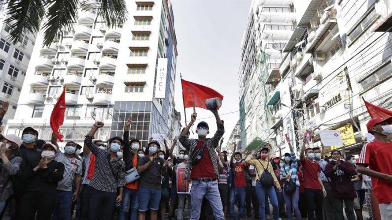 Mianmar: militares elaboram lei para cortar e monitorar internet, denunciam ativistas