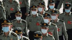 Regime chinês usa militares para encobrir vírus do PCC, afirma ex-conselheiro de Trump