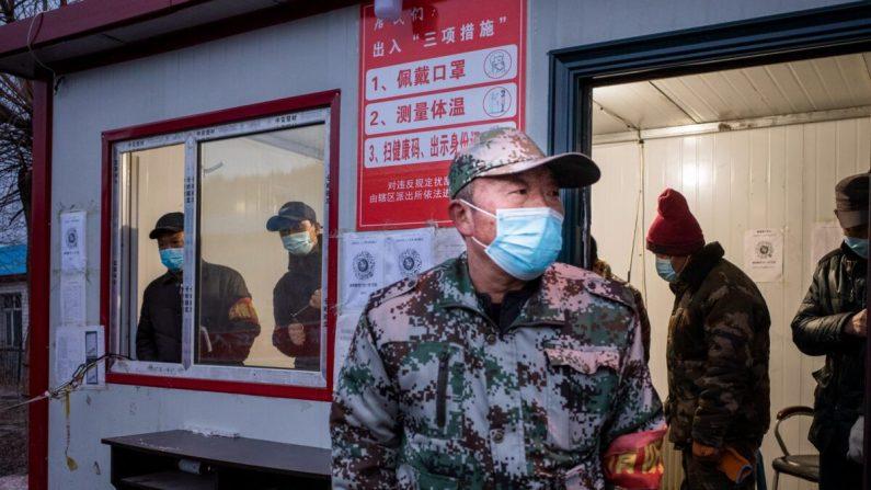 Residente Chinês confinado devido ao vírus mata a punhaladas um voluntário de controle da epidemia