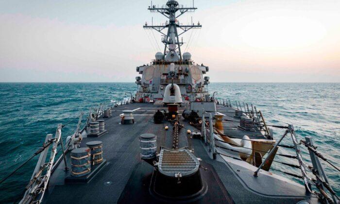 Navio de guerra dos EUA cruza o Estreito de Taiwan pela primeira vez sob presidência de Biden