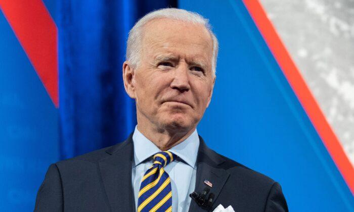 Biden afirma que regime chinês enfrentará repercussões por seus abusos de direitos