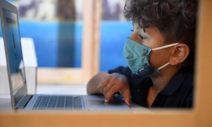 Saúde das crianças que recebem aprendizagem virtual pode estar piorando
