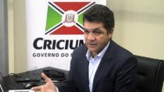 Prefeito propõe lockdown voluntário e sem remuneração para funcionários públicos