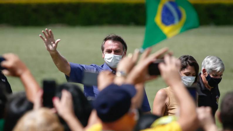 Bolsonaro comemora aniversário junto com o povo: 'eu estarei com vocês'