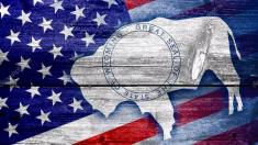 Governador de Wyoming nos EUA remove exigência de máscara
