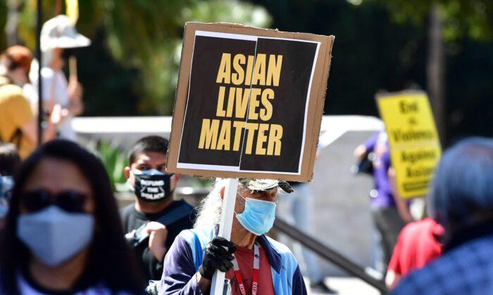 """Pequim aproveita os ataques anti-asiáticos para evitar críticas e """"deslegitimar"""" os Estados Unidos"""