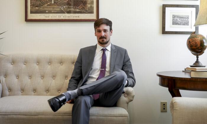 Ex-CEO do Parler processa empresa em milhões, alegando roubo de participação acionária