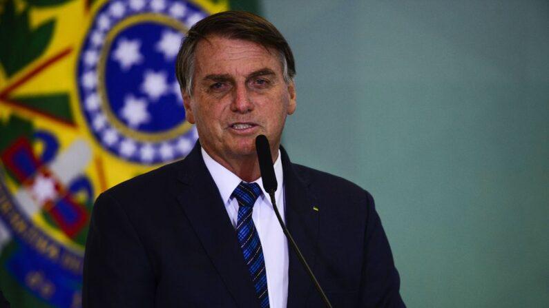Bolsonaro informa que Fiocruz deve começar a produzir IFA nacional ainda nesta semana