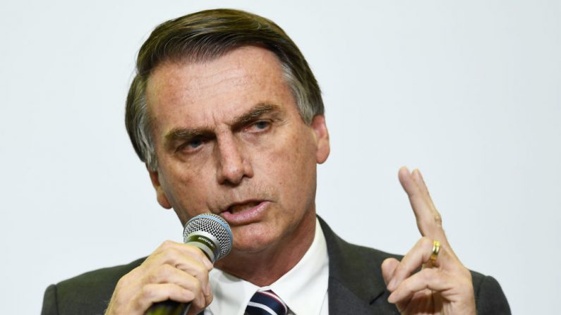 Bolsonaro diz que 'Hoje você está tendo uma amostra do que é o comunismo'