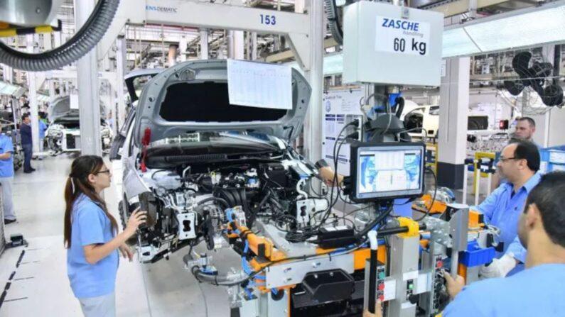 Com agravamento da pandemia, Nissan e Toyota suspendem atividades