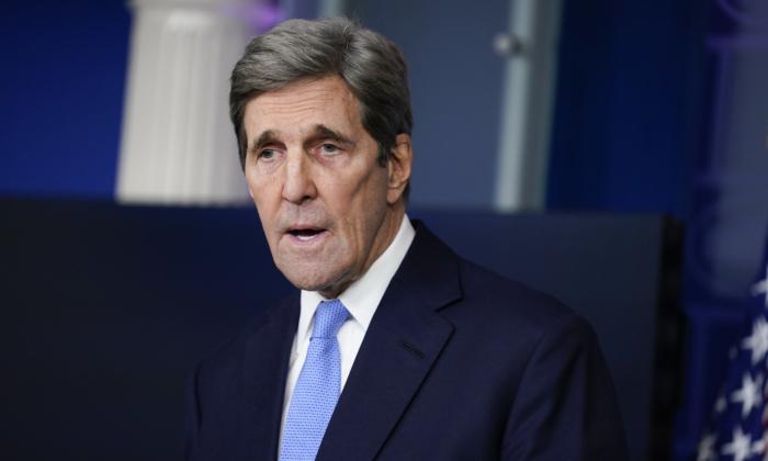 John Kerry nega alegações de que informou Irã sobre ataques israelenses