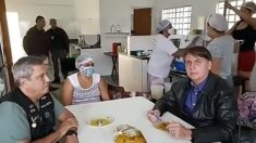 Forças Armadas devem começar a vacinar população, diz Bolsonaro