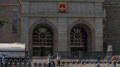 Escritor australiano julgado por espionagem em Pequim defende sua inocência e denuncia tortura