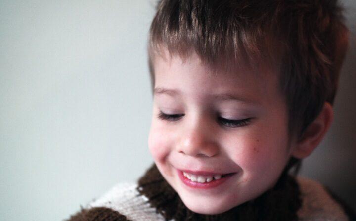 Mamãe aprende lição de vida com seu filho cego e diz 'Ele me ensina a ver com o coração'