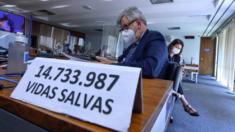 Durante sessão da CPI, senador Heinze exibe número de vidas salvas