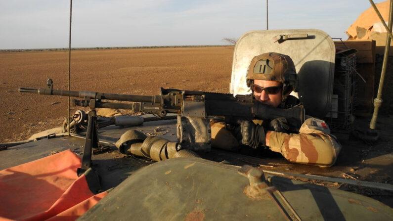 França mata líder da Al-Qaeda no Sahel e promete continuar lutando contra o terrorismo