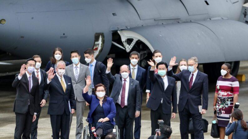 China ostenta seu poderio militar após visita de senadores norte-americanos a Taiwan