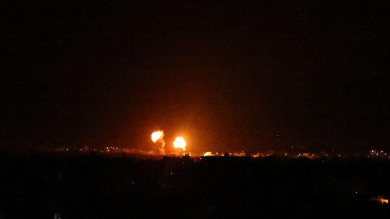 Israel lança novos ataques aéreos em Gaza, respondendo a balões incendiários