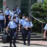 Polícia de Hong Kong invade redação de jornal pró-democracia e prende seus executivos