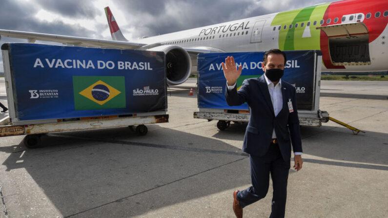São Paulo reconhece ajuda do governo federal para antecipar vacinação no estado