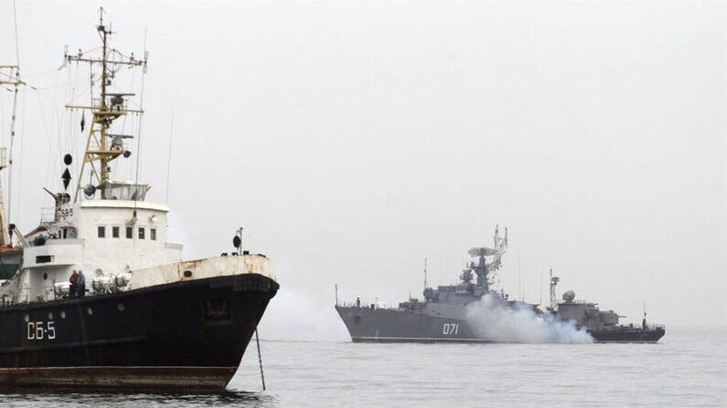 Rússia abre fogo de advertência a contratorpedeiro britânico no Mar Negro