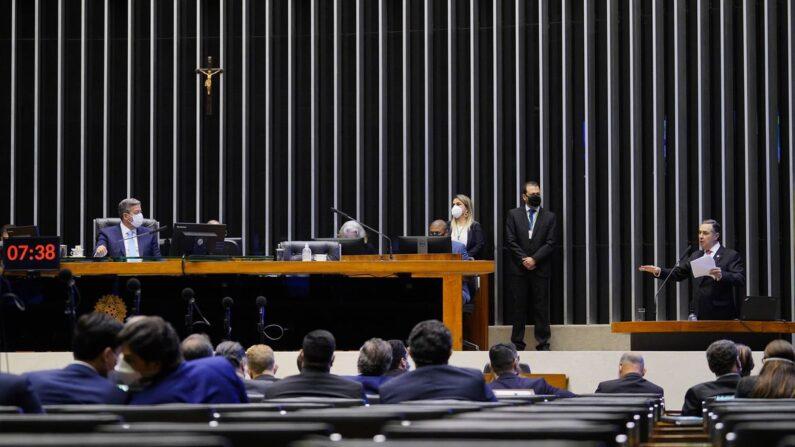 Barroso diz que voto impresso é 'pior', mas cumprirá se Congresso aprovar