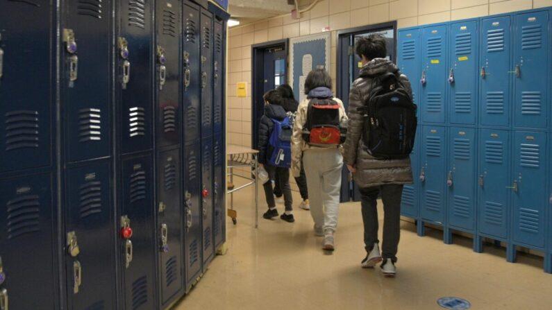 Estado de Nova Iorque não exige mais máscaras em escolas e acampamentos