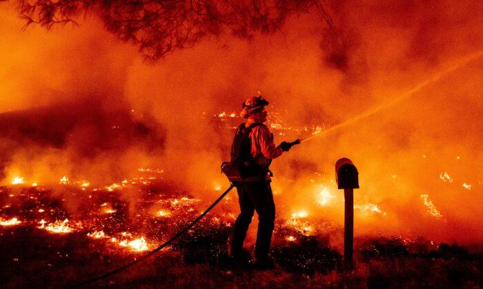 Incêndio nos EUA queima uma área três vezes maior do que São Francisco