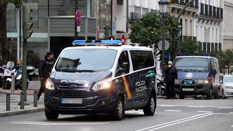 Britânico é preso na Espanha por hackear contas de personalidades no Twitter em 2020