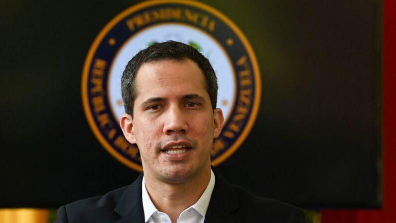 """Guaidó condena visita do regime de Maduro a Cuba: ditadura financia """"repressão e perseguição"""""""