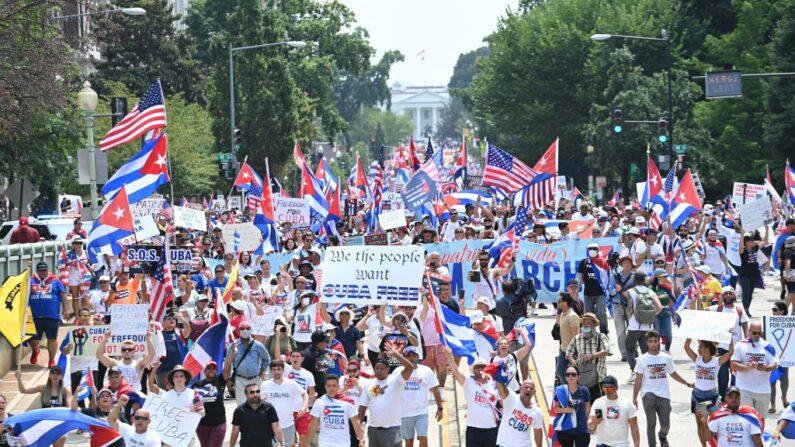 Ativistas cubanos se reúnem com presidente Biden para discutir situação na ilha