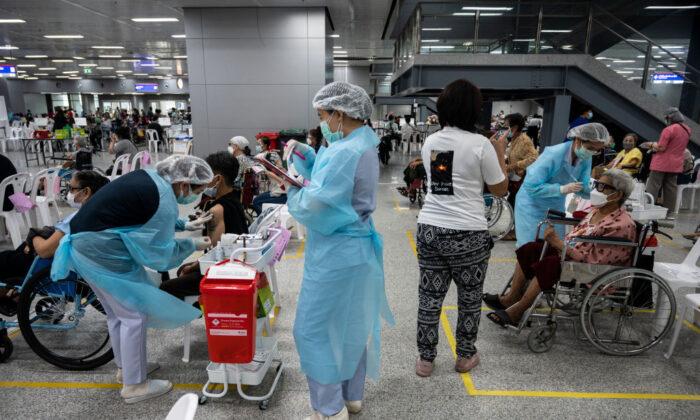 Mais países abandonam as vacinas COVID chinesas, um revés para a 'diplomacia de vacinas' do regime