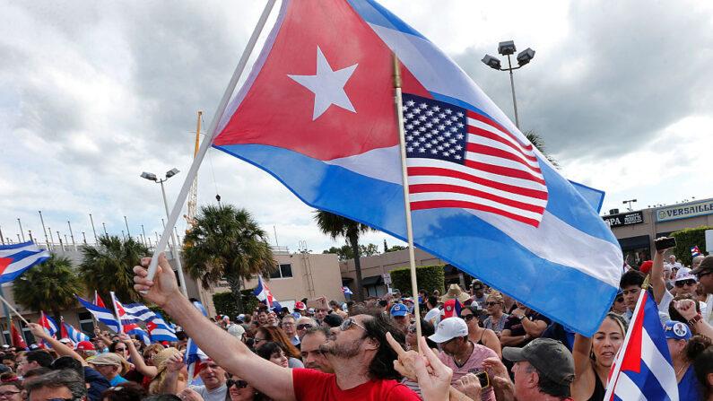 Cubano-americanos se unem para apoiar aqueles que vivem sob o regime comunista