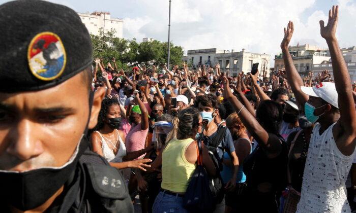 Uma pessoa é morta em meio a protestos em Cuba