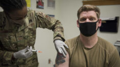 Militares dizem que vão 'renunciar' se o exército impor vacina anti-COVID, confirma congressista