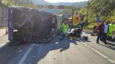 Ônibus do time do Umuarama Futsal tomba e deixa 2 mortos e 20 feridos