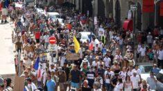 'Pode ficar com seu passe': Protestos em massa surgem contra passaportes de vacina COVID-19 na França